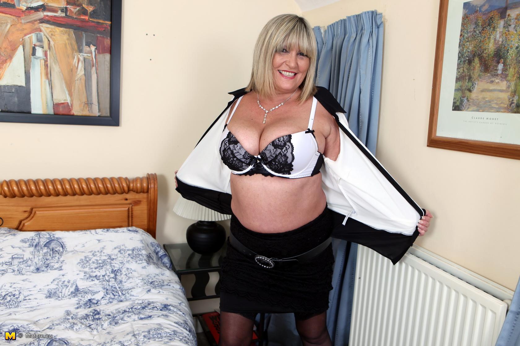 Big Tits British Mature Porn - Big breasted British mature lady getting naughty
